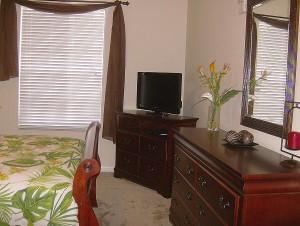 0074 Queen Bedroom